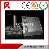 Parafuso prisioneiro forte de alumínio da estrada do pavimento da pata do equipamento do tráfego com os grânulos de vidro reflexivos
