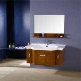 Vanità fissata al muro di legno della stanza da bagno moderna