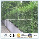 2017熱い販売は金属によって溶接された金網の庭の塀のパネルに電流を通した