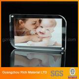 Plastikbildschirmanzeige-Doppeltes versah Acrylfoto/Bilderrahmen mit Magneten mit Seiten