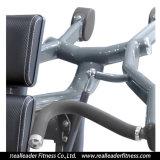 La strumentazione domestica di ginnastica ha messo la pressa a sedere della spalla per la macchina di concentrazione