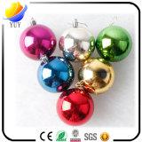 赤くおよび白いシカのステッカーが付いているクリスマスによって分類されるガラス玉(2016の党装飾の卸売のクリスマスの球またはLEDの屋外のクリスマスの照明の球)