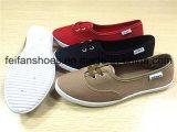 女性の注入のズック靴の余暇の履物の平らな靴