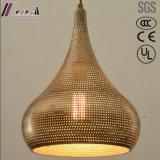 Круглый металл и золотистый полый привесной свет с столовой