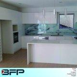 白い台所家具のラッカー食器棚