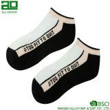 2017 nuevos calcetines del tobillo de los hombres de la venta al por mayor del estilo