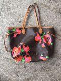 As bolsas das senhoras da segunda mão de qualidade superior usaram sacos das mulheres para o mercado de África