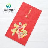 Soldi contenenti di carta rossi come regalo per l'augurio