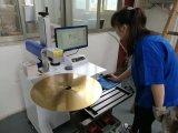 Делать бумажную машину разделяет профессиональные лезвия диска