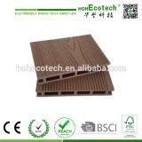 Revêtement de sol Anti -UV Imperméable WPC Revêtement de sol extérieur en bois Placage en plastique composite Plancher de patio