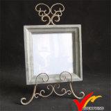 Marco de madera apenado de la foto del cuadrado retro de la vendimia con el soporte del metal