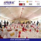 美しく小さく白い結婚式のテント