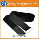 Schwarze Nylonhaken-u. Schleifen-Kabelbinder mit Plastikfaltenbildung