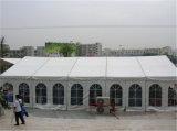 大きい500人容量の結婚披露宴の玄関ひさしのテント