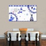 El florero azul y blanco y la pintura china impresa Digitaces de las flores para la decoración casera