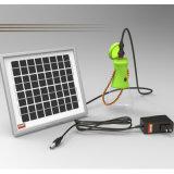 Luz que acampa solar al aire libre de la lámpara que va de excursión con la carga del teléfono móvil