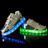 낮은 공장 가격 밝은 색깔 당을%s 부과되어야 하는 건전지를 가진 가벼운 단화 LED Shinging 발바닥