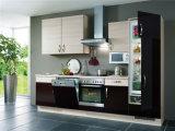 Самомоднейшие и сжатые Handless конструкции кухни лака для сбываний