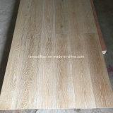 Étage balayé blanc de bois de construction conçu par chêne normal