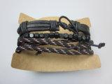 Il cavo elastico del braccialetto di cuoio dell'uomo con legno borda i monili dell'accessorio di modo