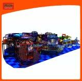 O campo de jogos interno do parque de diversões de Mich caçoa o campo de jogos