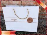 Sac de papier brillant d'habillement de promotion de sac de papier avec le traitement