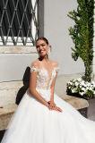 Eine Zeile abnehmbare mehrschichtige Hochzeits-Kleider fliegen mit dem Fishbone