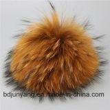 Casquillo hecho punto cabritos de la manera con los sombreros verdaderos de las bolas de la piel del mapache