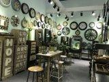 Land-Art-hölzerne Möbel und Metalltaktgeber