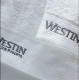La qualité a brodé l'essuie-main 100% de Bath de coton de Terry