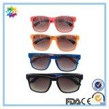A forma unisex do projeto UV400 do OEM ostenta óculos de sol com lente polarizada