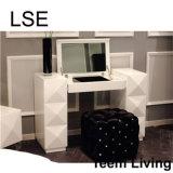 Aparelhador novo da mobília do quarto do projeto
