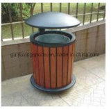 Cubo de basura circular de la basura en el público