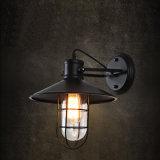 Linterna antigua americana de la pared del estilo para la iluminación