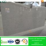 Bancada pré-fabricada branca enevoada de quartzo de Carrara para o banheiro