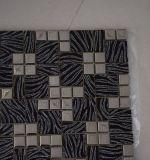 El mosaico de cristal negro con blanco vetea el metal mezclado para la decoración casera