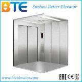 El elevador de carga del Ce para el cargo entrega con la cabina de los Ss de la rayita
