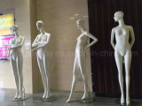 Mannequin fêmea do projeto novo para o indicador do boutique