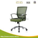網椅子またはエグゼクティブ椅子かオフィスの椅子