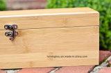 De stevige die Doos van de Gift van de Wijn van het Bamboe door de Elegantie van het Geval wordt geplaatst