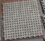 Basketweaveの白い大理石のタイル