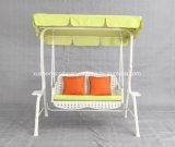 Chaise à balançoire pour jardin extérieur avec rotin