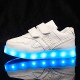 2016년은 새로 빛난 2개의 버클이 편지를 가진 LED 단화를 불이 켜지는 아이를 디자인한다