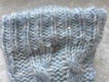 I calzini lavorati a maglia dell'una striscia di colore
