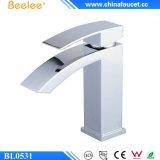 Beelee Bl0531 moderner Messingwasserfall-Badezimmer-Bassin-Hahn