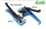 ストラップのテンショナー(JPQ32)が付いているツールを紐で縛る手