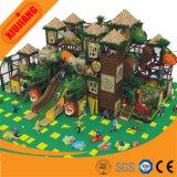 Centro interno do jogo das crianças novas atrativas do campo de jogos do parque de diversões do projeto