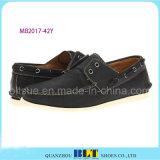 Zapatos clásicos del barco del cuero del diseño
