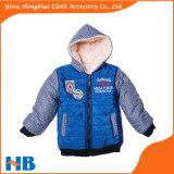 Enfants neufs de modèle de l'hiver vêtant la couche occasionnelle du garçon de couche de gosses