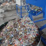 De Flessen van het mineraalwater of de Flessen die van de Olie de Lijn van de Was recycleren